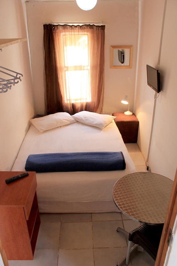 Emem kaza guest house single rooms for Single room house